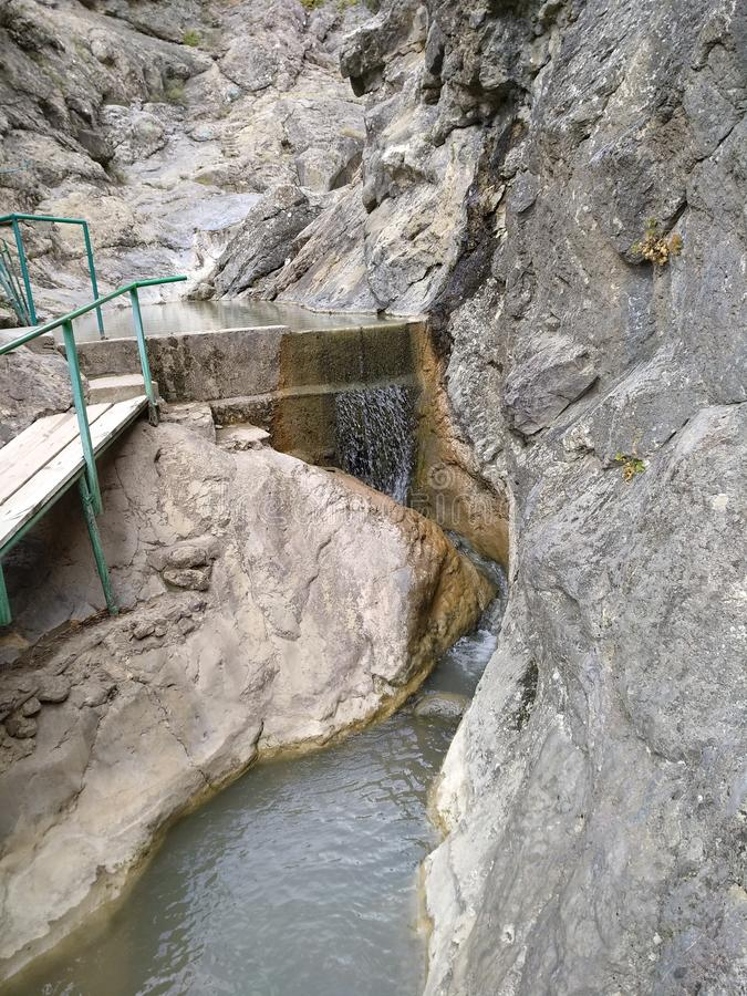 Cascada del verano de Crimea fotos de archivo libres de regalías