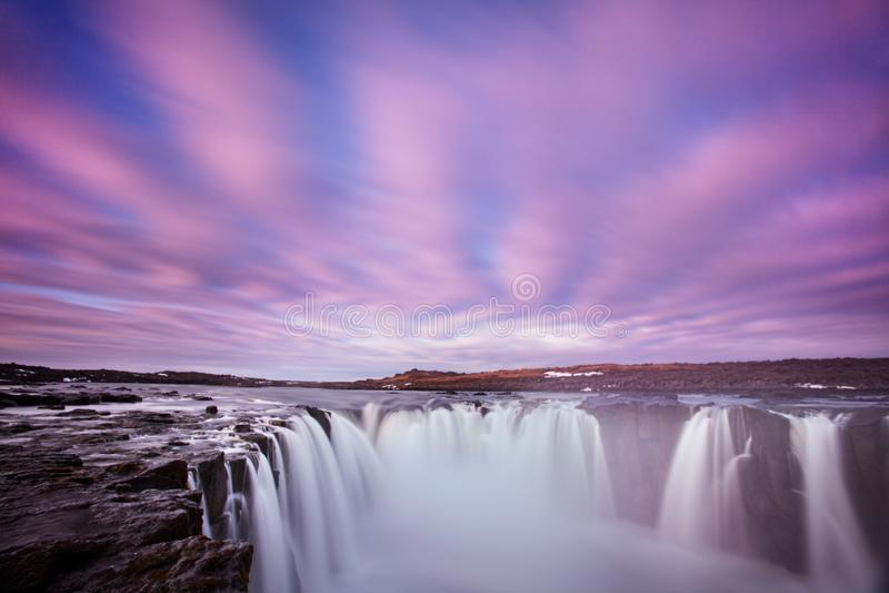Cascada Dettifoss de Islandia en paisaje de la naturaleza de Islandia Atracciones tur?sticas y destino famosos de las se?ales en  fotos de archivo libres de regalías