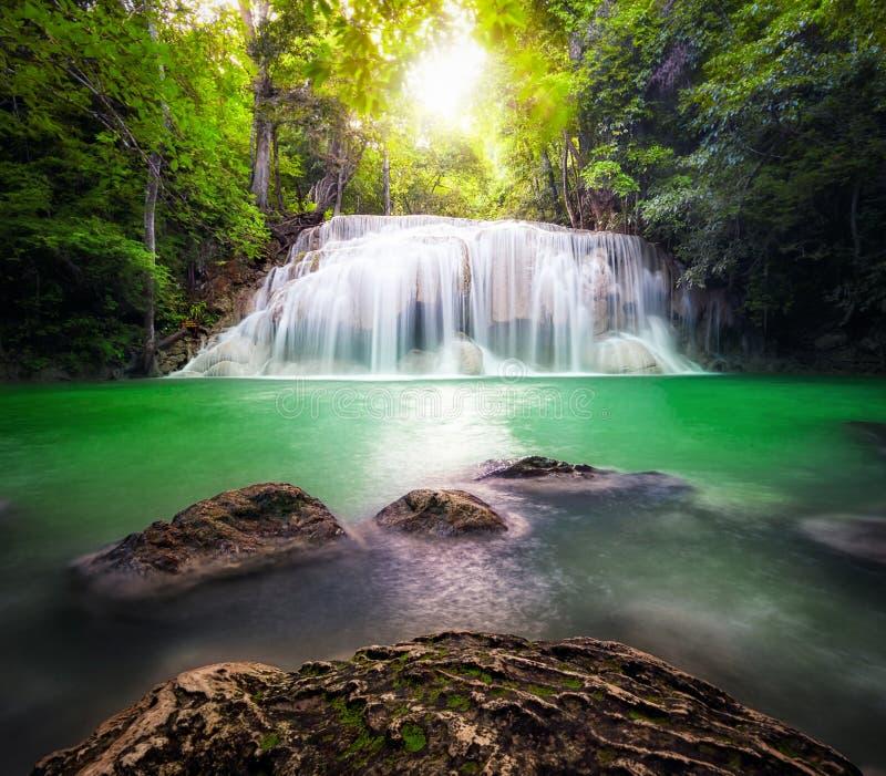 Cascada en bosque tropical fotos de archivo libres de regalías