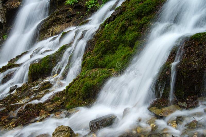 Cascada en Bucegi fotografía de archivo