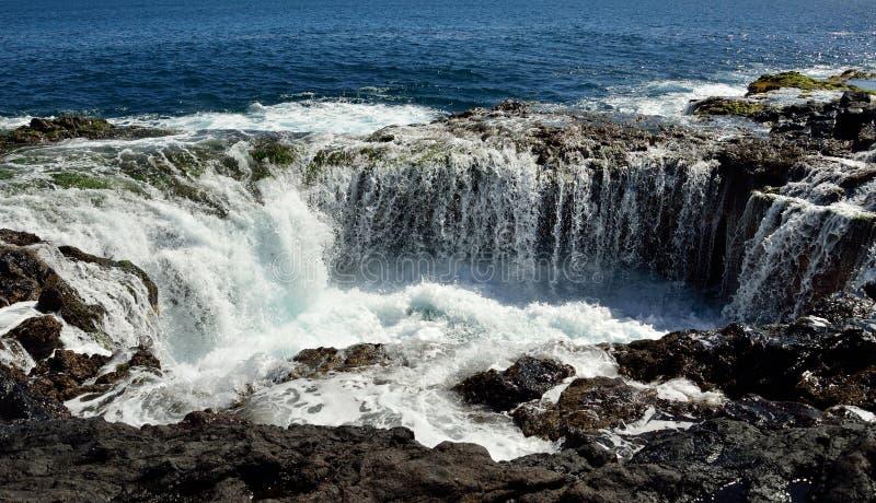 Cascada en el garita del La de Bufadero, islas Canarias, serie de la foto fotografía de archivo