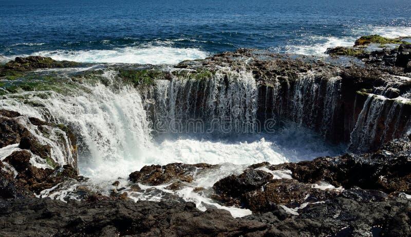 Cascada en el garita del La de Bufadero, islas Canarias, serie de la foto imagen de archivo libre de regalías