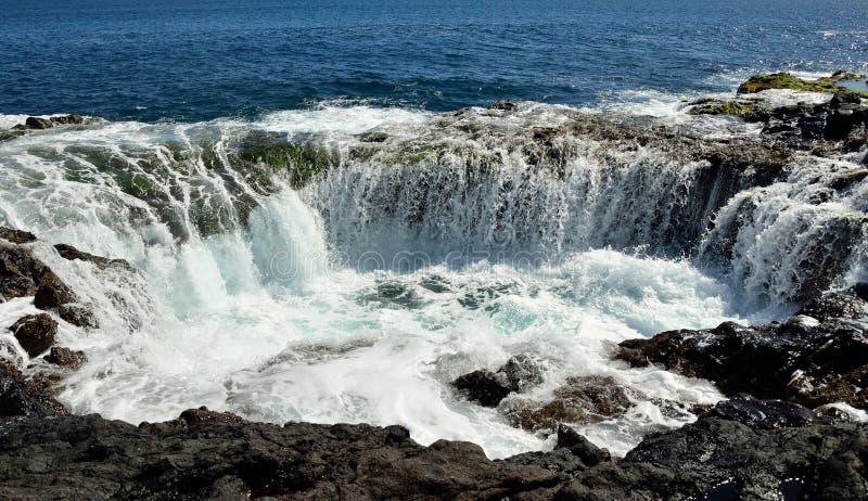 Cascada en el garita del La de Bufadero, islas Canarias, serie de la foto foto de archivo