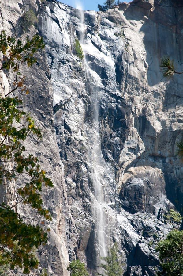 Cascada en el parque California de Yosemite imagen de archivo