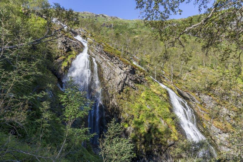 Cascada en el valle de Flam en Noruega imagen de archivo