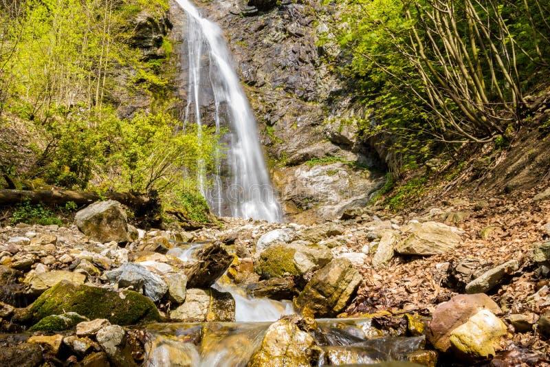 Cascada en estación de primavera - Eslovaquia, Europa de Sutovsky imagen de archivo libre de regalías