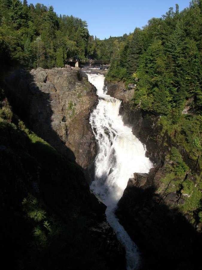 Cascada en la barranca Ste-Anne en Quebec imágenes de archivo libres de regalías