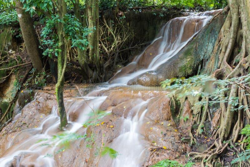 Cascada en la estación de lluvias imagen de archivo