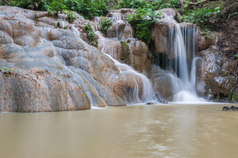 Cascada en la estación de lluvias fotos de archivo libres de regalías