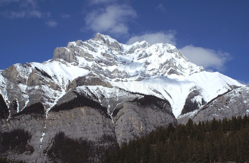 Cascada en marzo imagen de archivo
