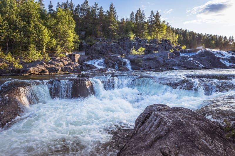 Cascada en Noruega cerca de Leira fotos de archivo libres de regalías