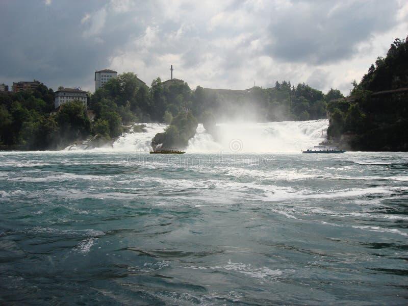 Cascada en Suiza foto de archivo libre de regalías