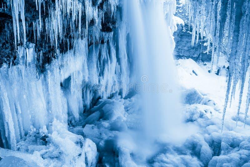 Cascada estonia congelada Jagala Tiro largo de la exposición fotos de archivo