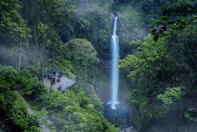 Cascada hermosa de Pelangi en Bandung fotografía de archivo