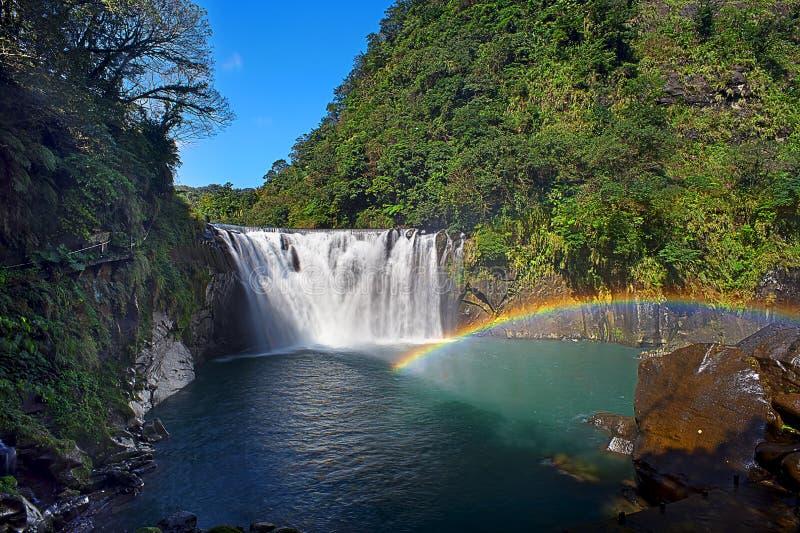 Cascada hermosa en la cascada de Shifen, Taiwán, exposición larga imagenes de archivo