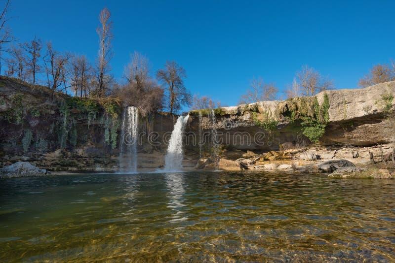 Cascada hermosa en Pedrosa de Tobalina, Burgos, Castilla y León, España imagen de archivo