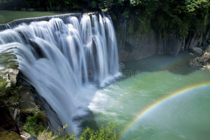 Cascada hermosa en Taiwán imagenes de archivo