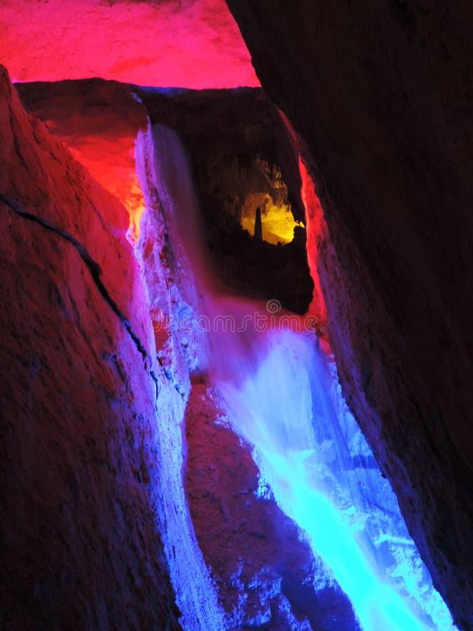 Cascada iluminada imagen de archivo