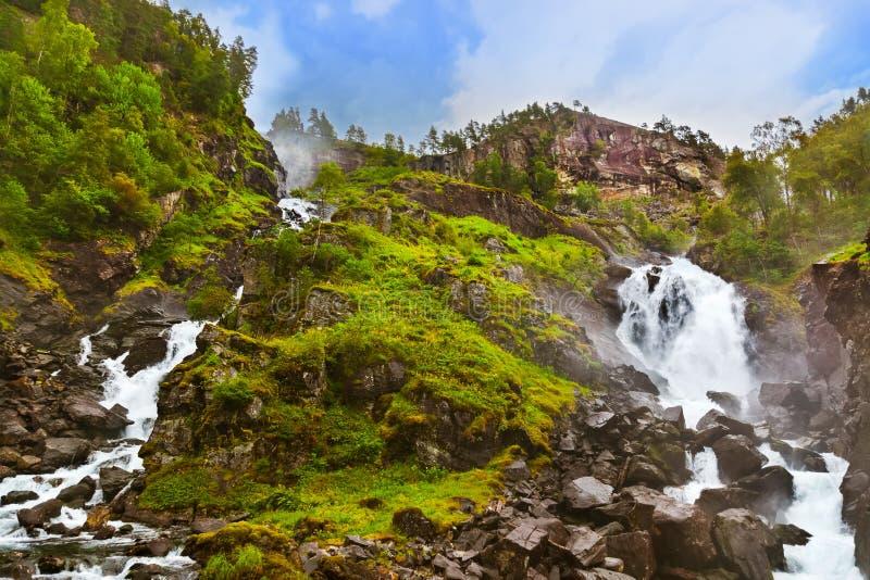 Cascada Laatefossen en Hardanger Noruega fotos de archivo