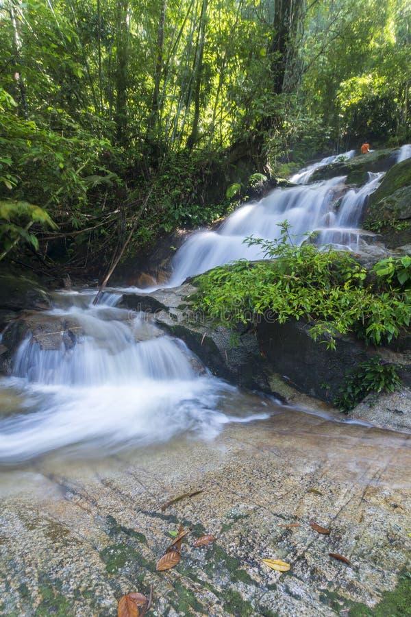 Cascada ocultada hermosa en Malasia foto de archivo libre de regalías