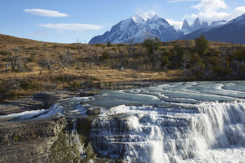 Cascada Paine en Torres del Paine, Chili images libres de droits