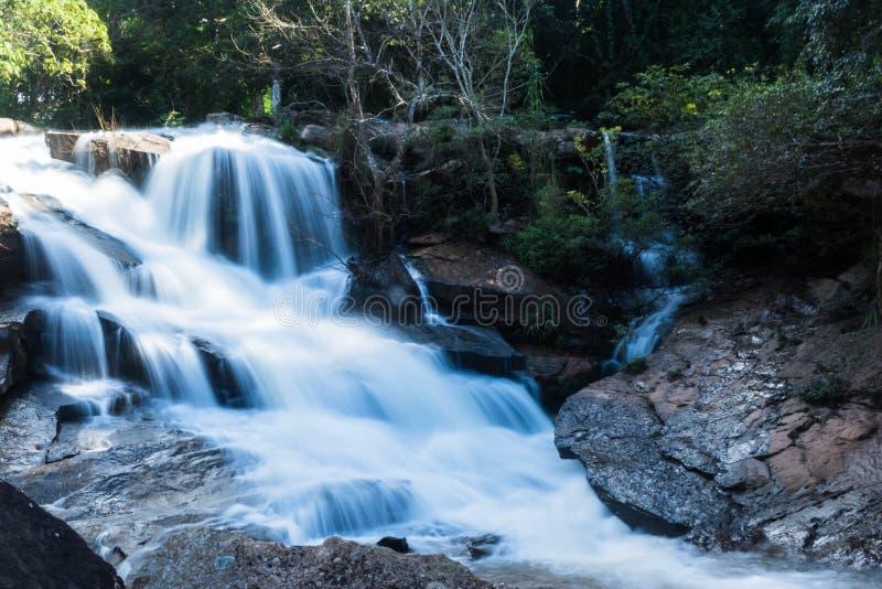 cascada potente en Loei foto de archivo libre de regalías