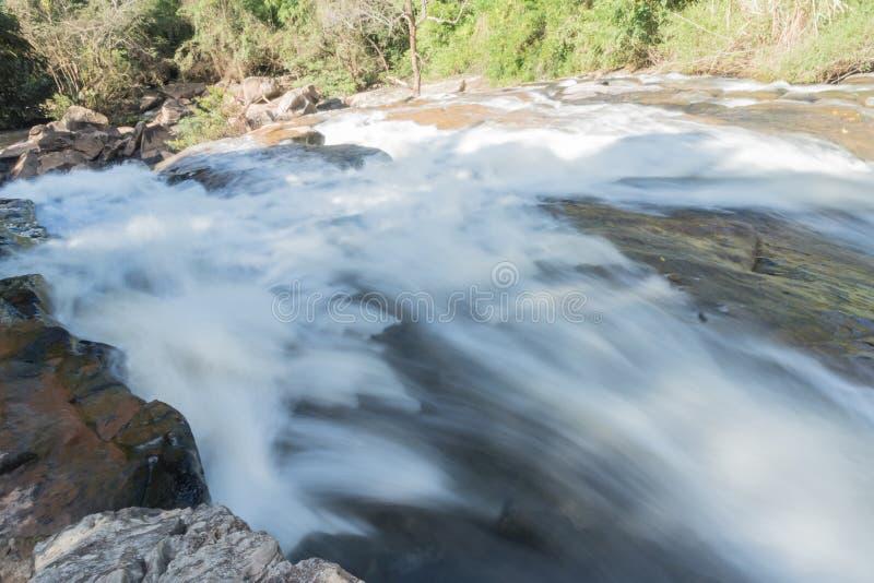 cascada potente en Loei fotos de archivo