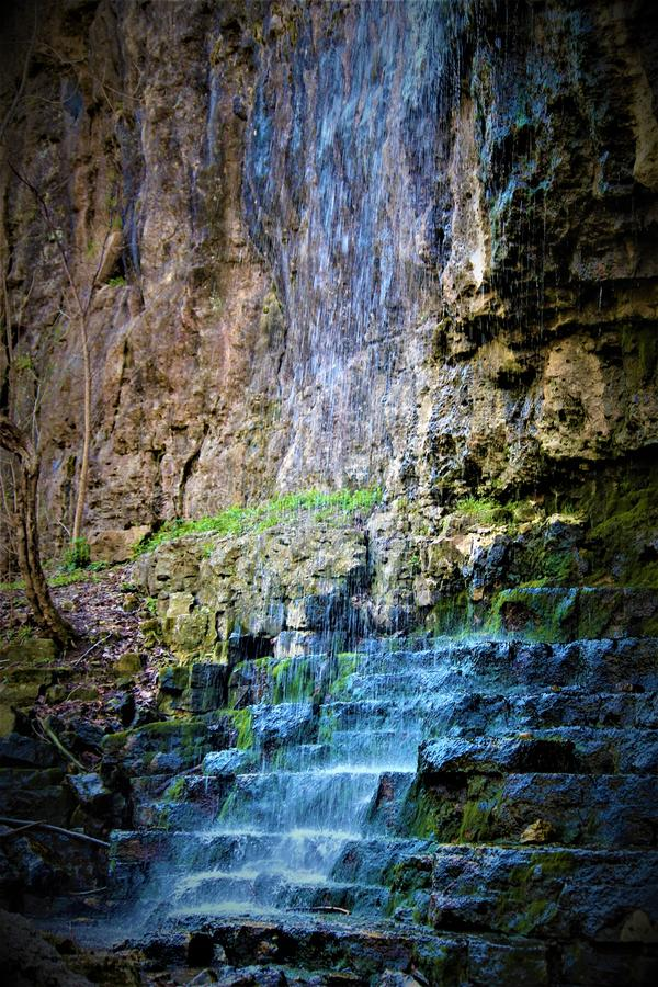 Cascada que fluye en Ohio imagen de archivo