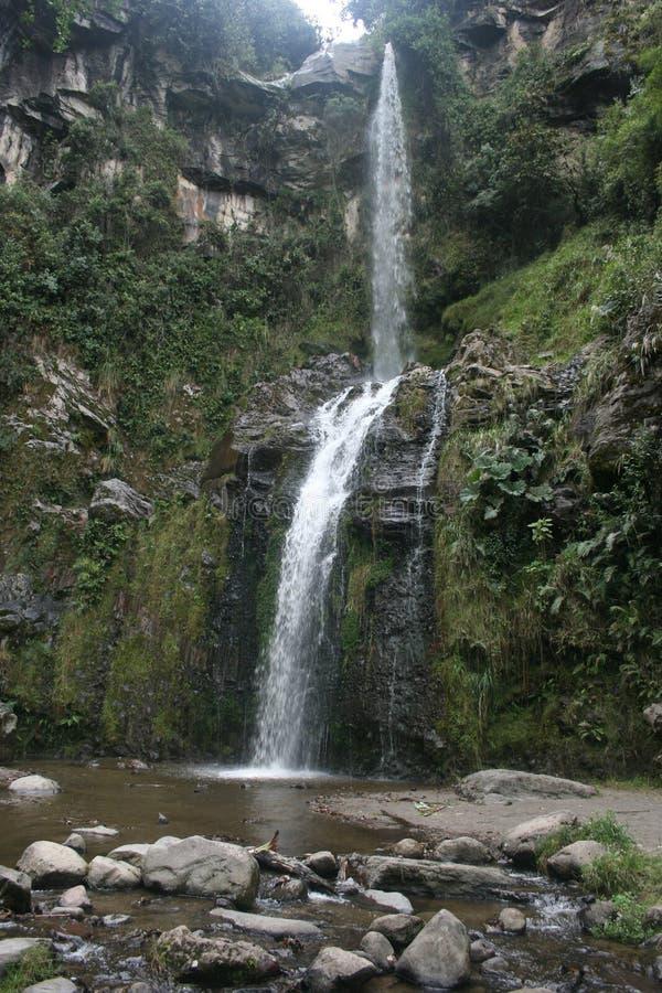 Cascada Taxopamba siklawy spływanie w basen Otavalo Ekwador obraz stock