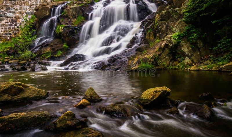 Cascada y cascadas en Antietam Creek cerca de la lectura, Pennsylva fotografía de archivo