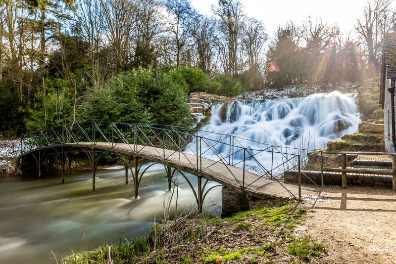 Cascada y cascadas magníficas del palacio de Blenheim en Oxfordshire, fotos de archivo libres de regalías