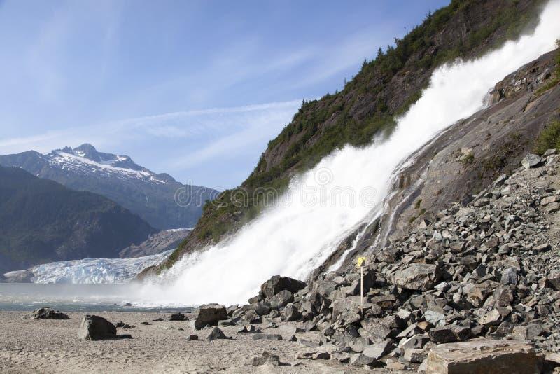 Cascada y glaciar de Alaska imagen de archivo libre de regalías