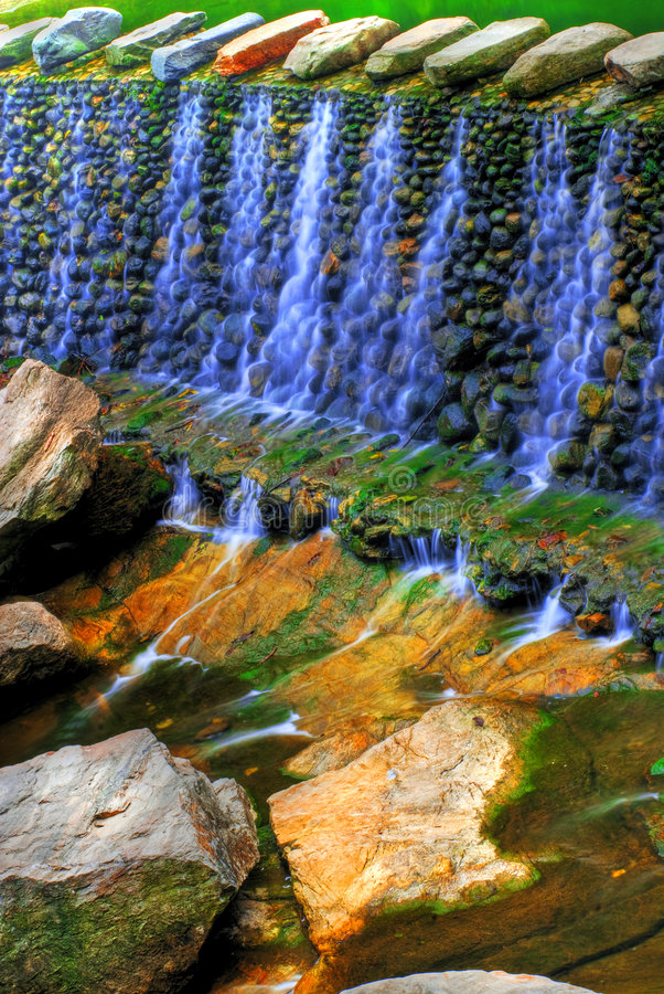 Cascadas coloridas   fotos de archivo libres de regalías