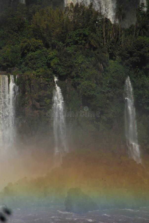 Cascadas de Iguazu con el arco iris foto de archivo
