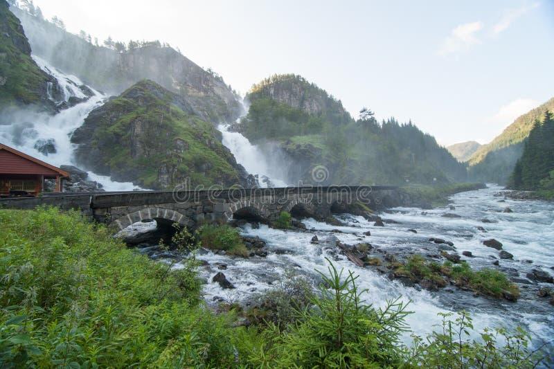 Cascadas de Laatefoss, Noruega imagen de archivo libre de regalías