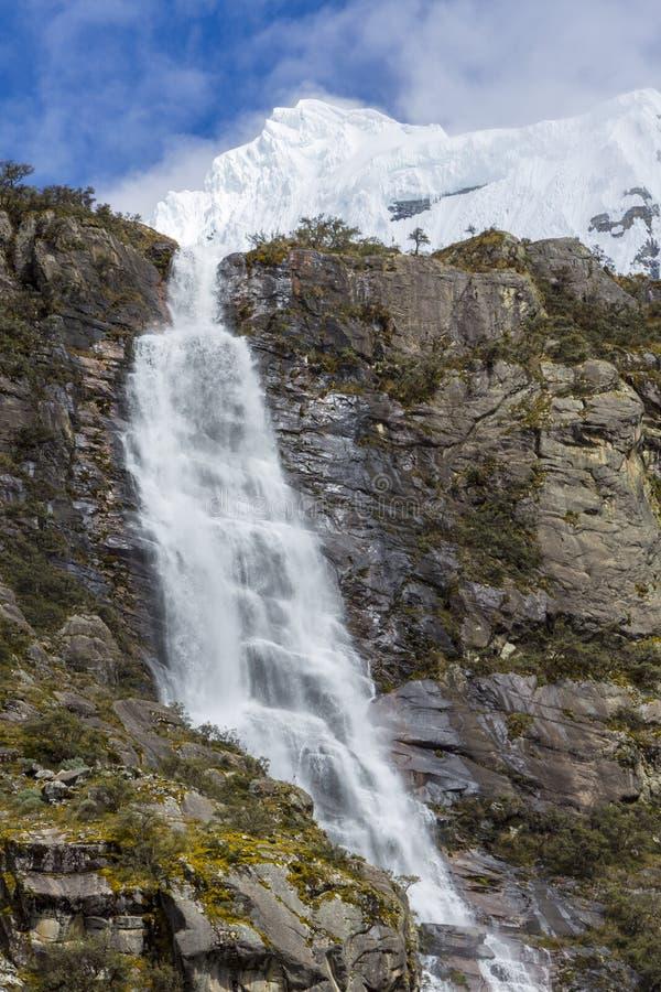 Cascadas de Llanganuco en el Blanca de Cordillera, Perú foto de archivo libre de regalías
