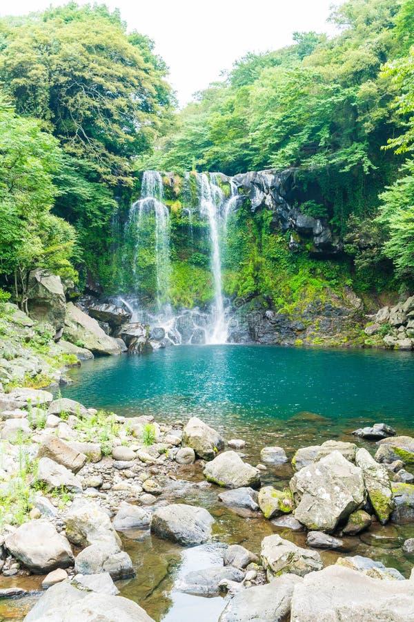 cascadas del cheonjeyeon en Jeju Isaland imagen de archivo
