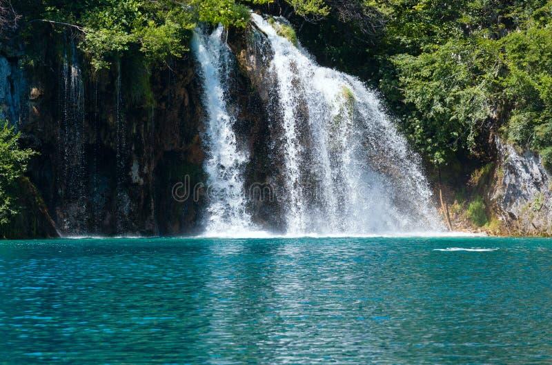 Cascadas del verano en Plitvice (Croatia). foto de archivo libre de regalías