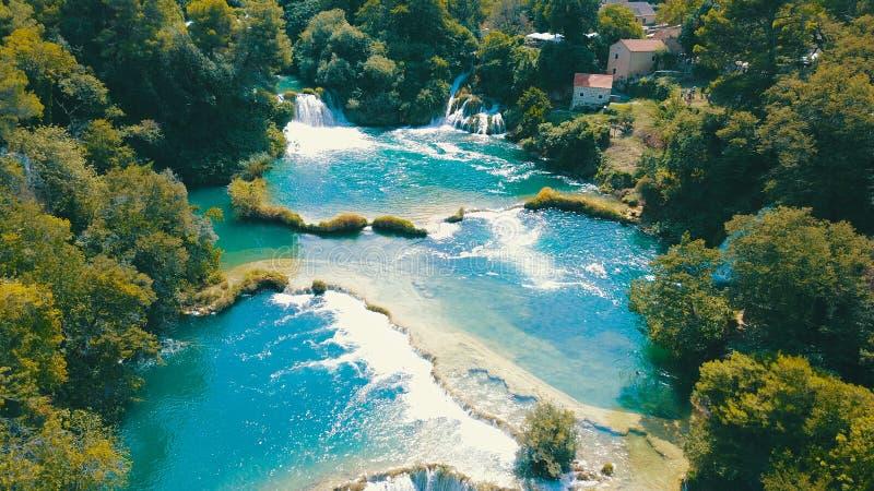Cascadas en el parque nacional Krka en Croacia, agosto de 2018 imagenes de archivo