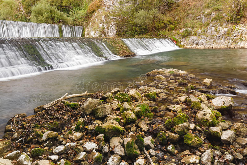 Cascadas en el río de Gradac fotos de archivo