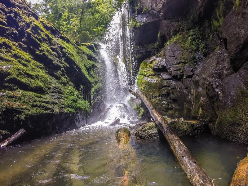 Cascadas en las montañas en el jocassee Carolina del Sur del lago fotos de archivo libres de regalías