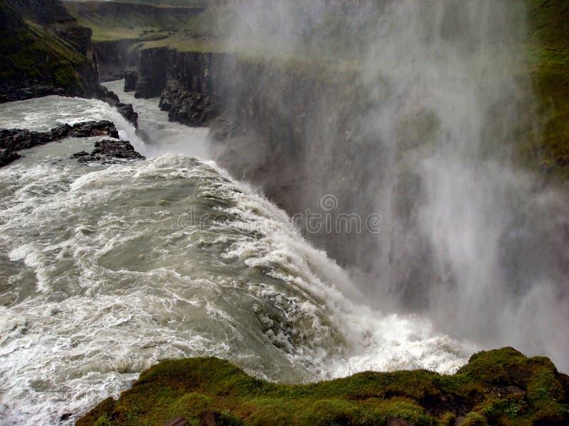 Cascade à écriture ligne par ligne de Gulfoss en Islande image stock