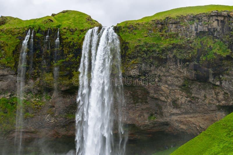 Cascade à écriture ligne par ligne de Seljalandsfoss, Islande images stock