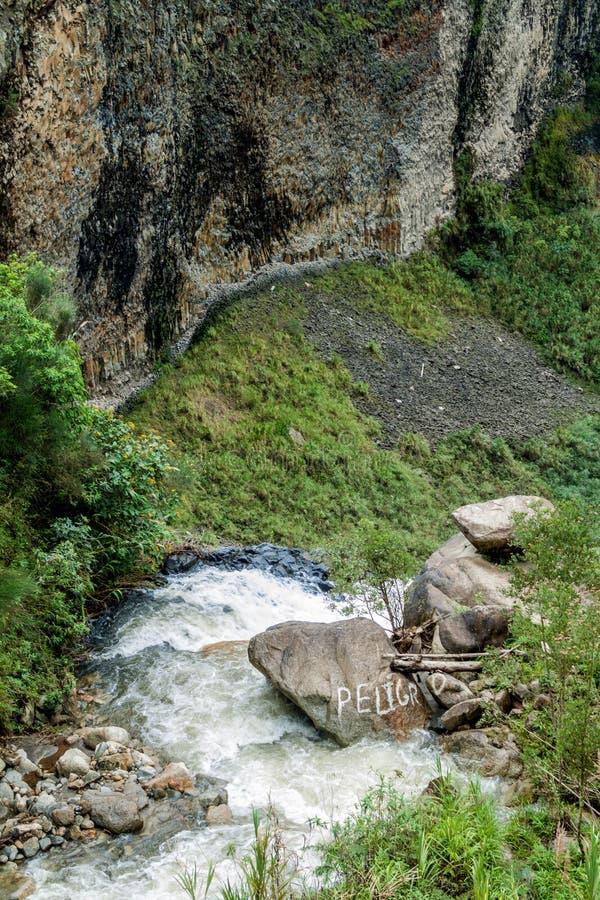 Cascade à écriture ligne par ligne en Equateur photo stock