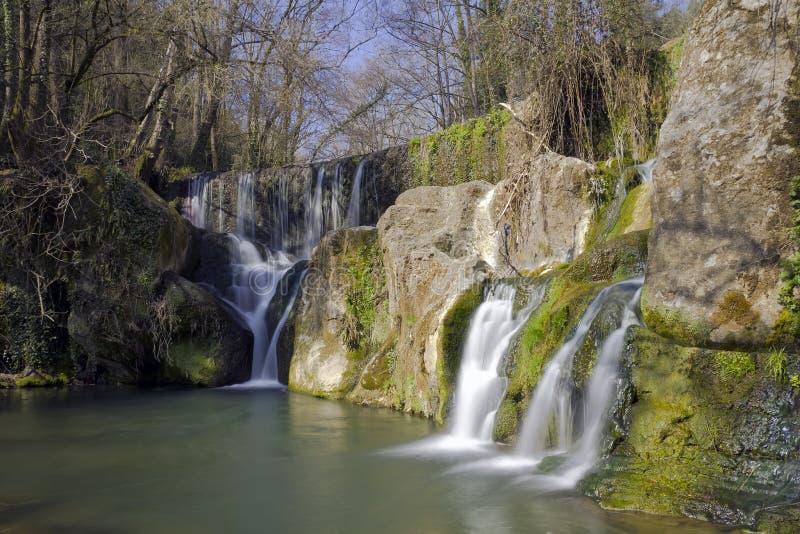 Cascade à écriture ligne par ligne à Olot, Espagne images libres de droits