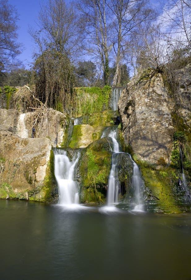 Cascade à écriture ligne par ligne à Olot, Espagne images stock