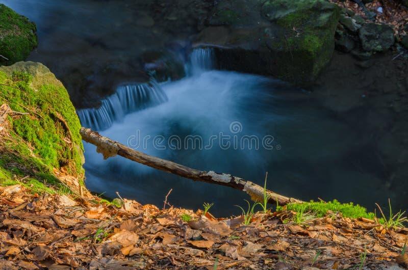Cascade à écriture ligne par ligne artistique photographie stock libre de droits