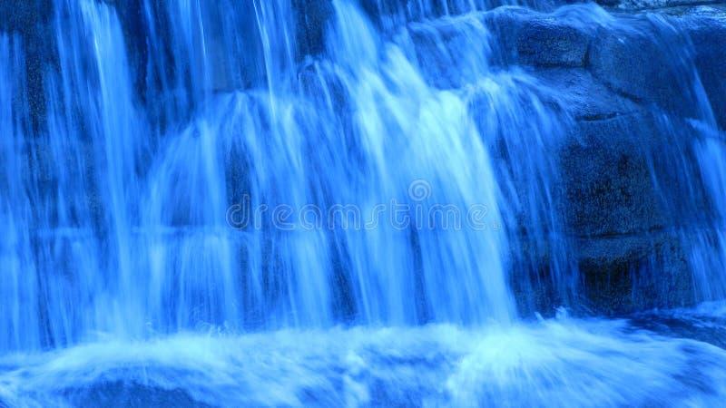 Cascade à écriture ligne par ligne bleue photos libres de droits
