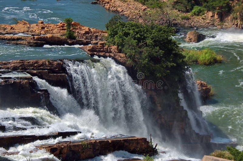Cascade à écriture ligne par ligne dans le fleuve de crocodile Afrique du Sud photos libres de droits
