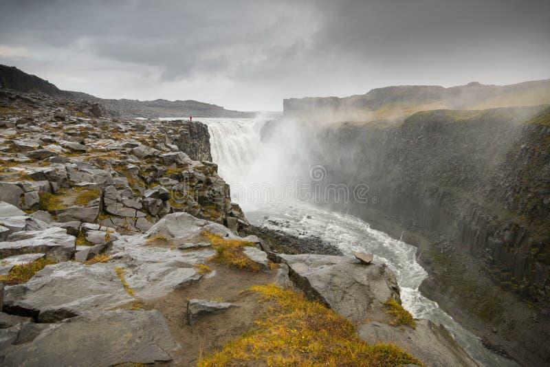 Cascade à écriture ligne par ligne de Dettifoss en Islande photos stock